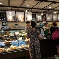 Foto tirada no(a) Starbucks por Nut N. em 5/17/2017