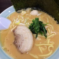 Photo taken at 横浜家系ラーメン 魂心家 日テレ通り店 by K T. on 1/28/2014