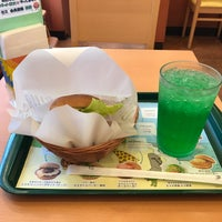 Photo taken at MOS Burger by ゆき on 8/24/2017