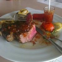 Снимок сделан в Very Well Café пользователем Lo K. 6/6/2014