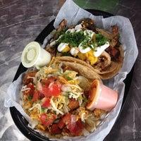 Das Foto wurde bei Torchy's Tacos von Annie C. am 7/8/2013 aufgenommen