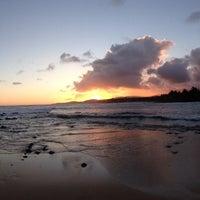 Foto tomada en Poipu Beach por Zak S. el 5/26/2013
