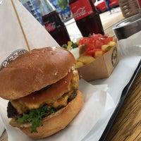 Das Foto wurde bei Ruff's Burger von 5o5a H. am 8/4/2018 aufgenommen