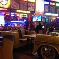 รูปภาพถ่ายที่ Big Yellow Taxi Benzin โดย Natalya เมื่อ 4/11/2013