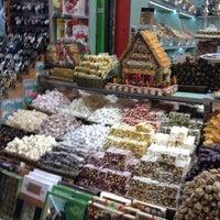 Foto tirada no(a) Spice Bazaar-Egyptian Bazaar por Nevin V. em 5/6/2013