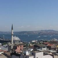 รูปภาพถ่ายที่ İstanbul Yeditepe Teras Cafe Restaurant Nargile โดย Uğur K. เมื่อ 7/17/2018