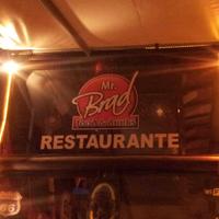Photo taken at Mr. Brad Food e Drinks by Beto B. on 4/15/2013