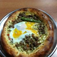 Das Foto wurde bei Alya Garden Restaurant Cafe von Cemalettin A. am 4/3/2013 aufgenommen