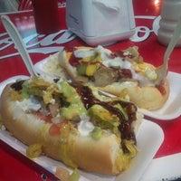 Foto tomada en Hot Dog's Oscarín por Memonster R. el 7/11/2013
