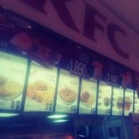 Photo taken at KFC by Danielita M. on 5/31/2013