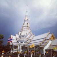 Photo taken at Wat Sothon Wararam Worawihan by Puu T. on 5/16/2013