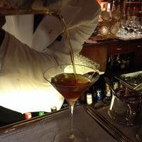 10/31/2013 tarihinde MJMRQSziyaretçi tarafından Dry Martini'de çekilen fotoğraf