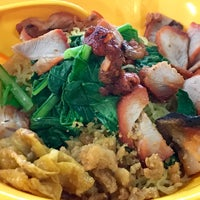 Photo taken at Tanjong Rhu Wanton Noodle by Michael Ambious T. on 9/1/2017