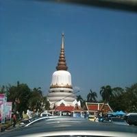 Photo taken at Wat Phra Si Mahathat by Kulthida D. on 3/24/2013