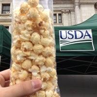 Foto tomada en USDA Farmers' Market por Christian C. el 10/19/2012