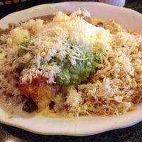 รูปภาพถ่ายที่ La Nopalera Mexican Restaurant โดย Rob T. เมื่อ 7/5/2013