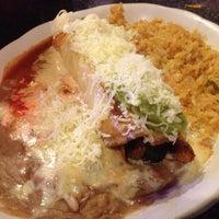 รูปภาพถ่ายที่ La Nopalera Mexican Restaurant โดย Rob T. เมื่อ 5/28/2013