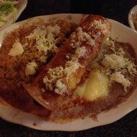 รูปภาพถ่ายที่ La Nopalera Mexican Restaurant โดย Rob T. เมื่อ 6/10/2013