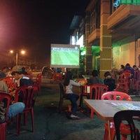 Photo taken at Tg. Malim Char Kuey Teow. Tmn Wangsa Jaya by Arif Hanis A. on 10/25/2015