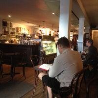 Foto tirada no(a) Irving Farm Coffee Roasters por Aubrey M. em 7/2/2013