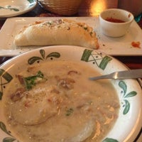 Photo taken at Olive Garden by Cynthia D. on 7/21/2013