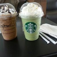 Foto tirada no(a) Starbucks por Stefany H. em 11/1/2013