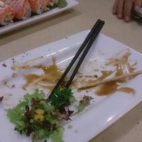 Photo taken at Sakae Sushi by Atari A. on 9/26/2014