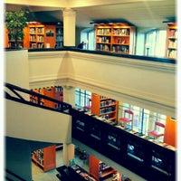 11/9/2012 tarihinde Tero K.ziyaretçi tarafından Rikhardinkadun kirjasto'de çekilen fotoğraf