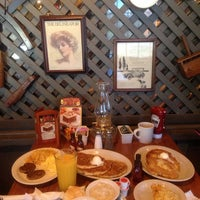 Photo taken at Cracker Barrel Old Country Store by zeynep y. on 10/17/2014