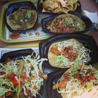 5/18/2013 tarihinde Michelle K.ziyaretçi tarafından Roberto's Very Mexican Food'de çekilen fotoğraf