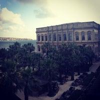 7/21/2013 tarihinde 🍀NADIA🍀ziyaretçi tarafından Çiragan Palace Kempinski Art Gallery'de çekilen fotoğraf