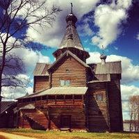 Das Foto wurde bei Музей деревянного зодчества «Витославлицы» von Pavel K. am 5/1/2013 aufgenommen