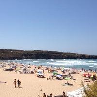 Foto tirada no(a) Praia da Amoreira por Antonietta S. em 8/20/2013