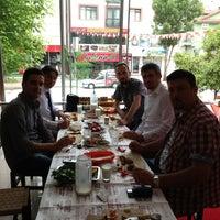 Foto tomada en Kavuret Kebap Ciğer Salonu por Mehmet E. el 5/13/2013