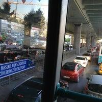 รูปภาพถ่ายที่ Mecidiyeköy Meydanı โดย Bushe Butik K. เมื่อ 7/12/2013