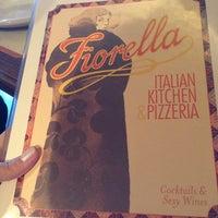 Photo taken at Fiorella Pizzeria E Caffè by Renata C. on 3/23/2013