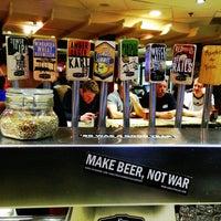 Foto tirada no(a) Karl Strauss Brewing Company por ✌Maryanne D. em 1/21/2013