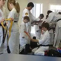 Foto tomada en ATA Karate por Beth S. el 8/26/2014
