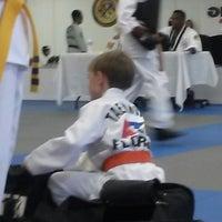Foto tomada en ATA Karate por Beth S. el 8/15/2014