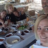 8/12/2018 tarihinde Buse D.ziyaretçi tarafından Şahin Tepesi Restaurant Marmaris'de çekilen fotoğraf