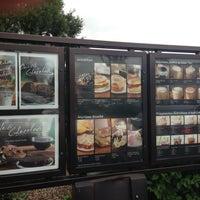 รูปภาพถ่ายที่ Starbucks โดย Matthew L. เมื่อ 4/18/2013