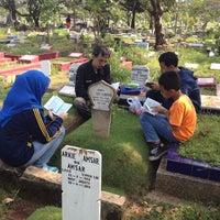 Photo taken at Tempat Pemakaman Umum Karet Tengsin by Novilita R. on 6/7/2014