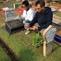 Photo taken at Tempat Pemakaman Umum Karet Tengsin by Novilita R. on 10/5/2014