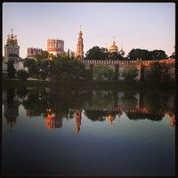 6/15/2013 tarihinde Оксана К.ziyaretçi tarafından Novodevichy Park'de çekilen fotoğraf