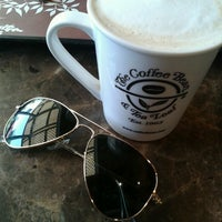 Photo taken at The Coffee Bean & Tea Leaf by Erienne S. on 4/26/2013