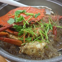 Photo taken at Fei Siong Seafood 肥雄美食.火锅.海鲜 by Corina S. on 5/12/2013