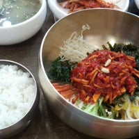 Photo taken at 시장정육점식당 by Jiyoung S. on 5/25/2013