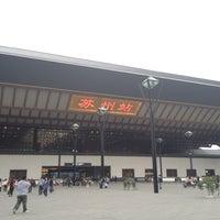 Foto tirada no(a) Suzhou Railway Station (YUQ) por Kevin C. em 11/4/2012