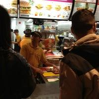Photo prise au McDonald's par Lee H. le4/7/2013