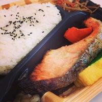 Photo taken at 屋台DELi 汐留芝離宮ビル店 by Kentarow K. on 3/12/2013
